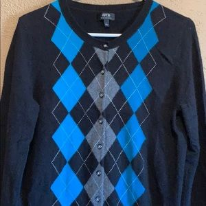 Women's 100% cashmere APT.9 sweater size Large